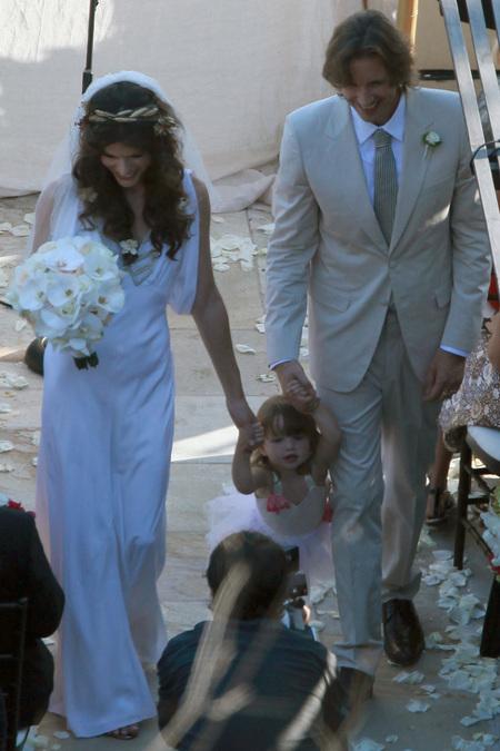 ミラジョボビッチ結婚式、娘
