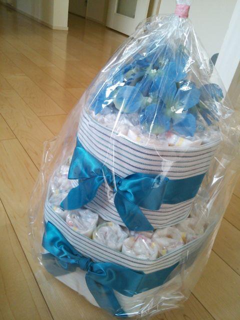 ブルーで統一されたおむつケーキ