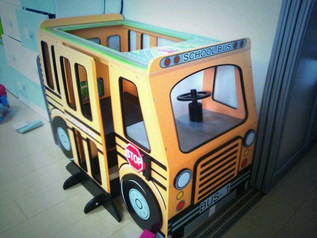 コストコの机にもなるバス