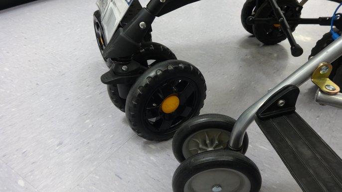 アンブレラストローラーとJeepバギーのタイヤを比較