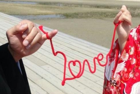 前撮りに大活躍の赤い糸