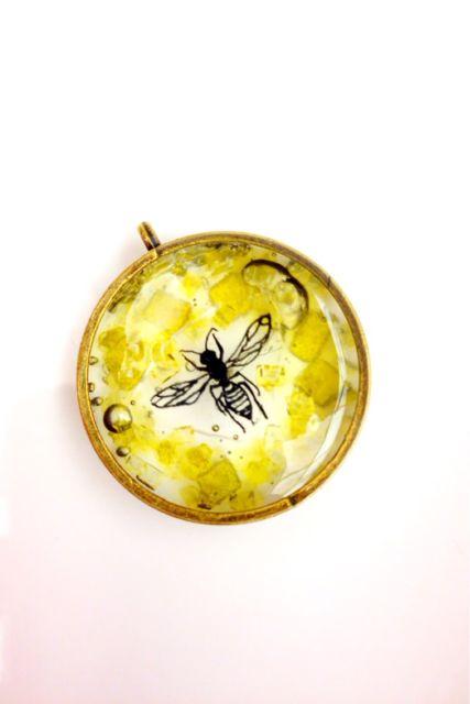 ハチミツをイメージした100均レジン作品